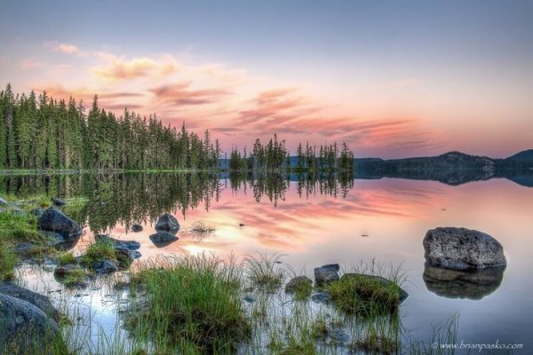 Photograph of Waldo Lake at dawn in Central Oregon.