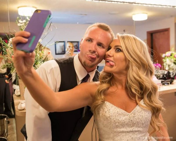 Picture of Bride and Groom taking a selfie at wedding at Camas Meadows Golf Club in Washington.