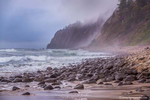 Picture of rocky ocean shoreline and waves at Manzanita Oregon.