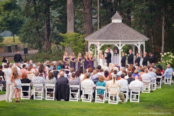 Picture of wedding gazebo and ceremony at Camas Meadows Golf Club in Washington.