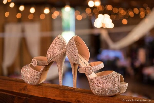 Picture of bride's shoes picture at Postalwaits country wedding venue in Canby Oregon.