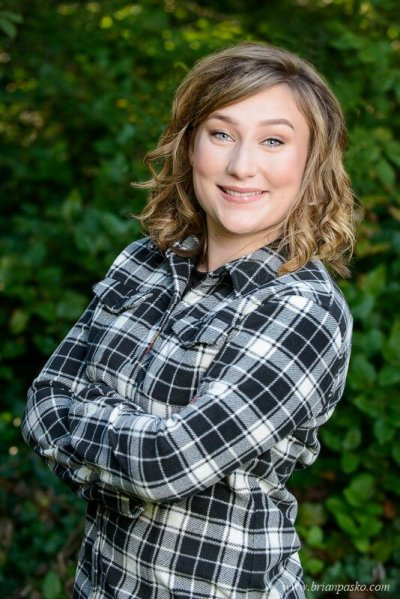 Picture of Glencoe High School senior girl with senior portrait in a black and white plaid shirt.